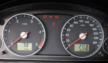 Stáčanie odometra (tachomtra) a iné podvody pri predaji automobilov